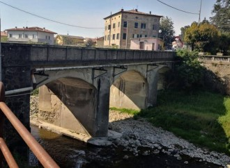 Riapre a senso unico alternato il ponte all'Abate